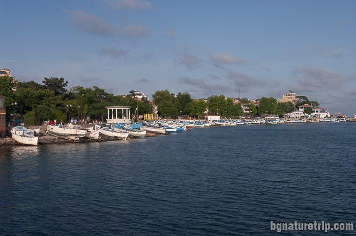 Изглед към рибарските лодки и пристанището на гр. Поморие