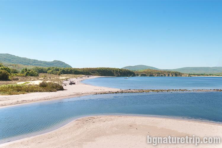 Изглед към устието на река Ропотамо от северния бряг