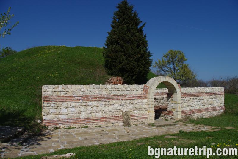 Поморие-вход тракийска гробница куха-могила-мавзолей