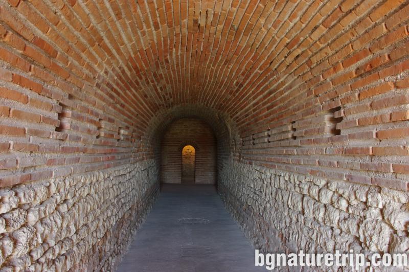 Поморие-куполна-дромос-гробница-куха-могила-мавзолей