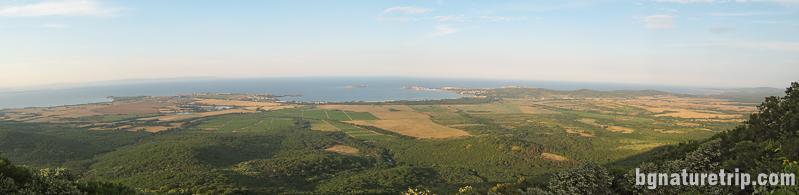 По - обширен поглед към местността от Бакърлъка