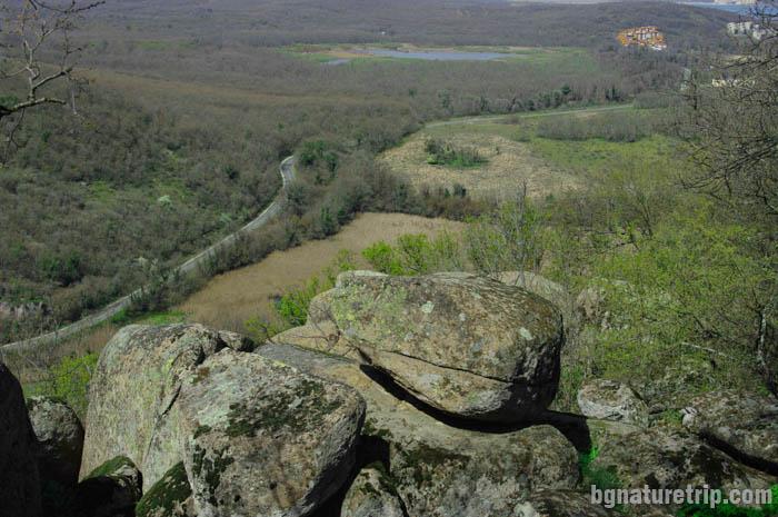 Поглед от североизточната страна на хълма Вълчаново кале
