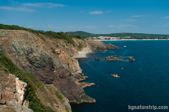 Панорамен изглед към плаж Каваците от нос Агалина
