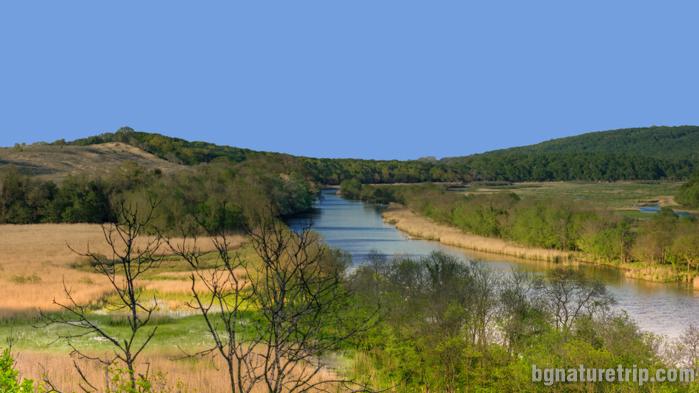 Поглед в северна посока към река Ропотамо