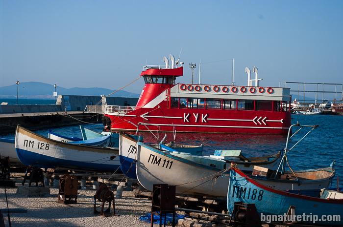 Корабът Кук за разходка около Поморие