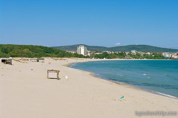 Изглед към Южен плаж Приморско от другия му край на юг