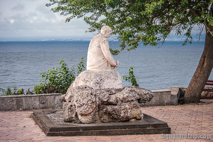 Паметникът на поета Яворов в Поморие