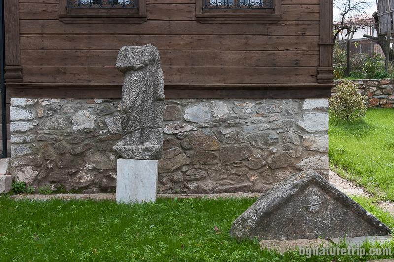 Лепидариум в двора на музея на Малко Търново