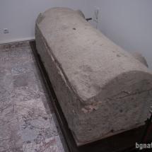 Саркофаг за погребване на мъртви от Средновековието