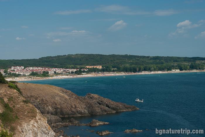 Панорамна гледка към плаж Каваците от нос Агалина