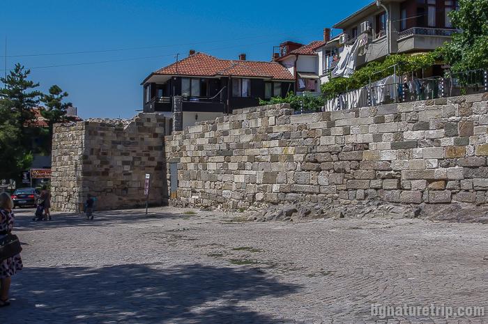 Крепостната стена в центъра