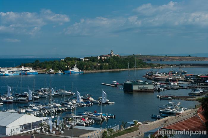 Остров Св. Кирик и Юлита и пристанището на Созопол