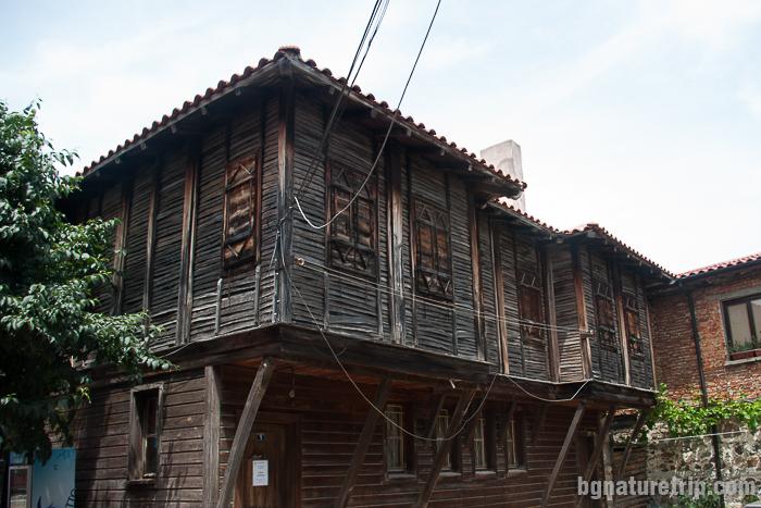 """Дървени созополски къщи в """"Старият град"""""""