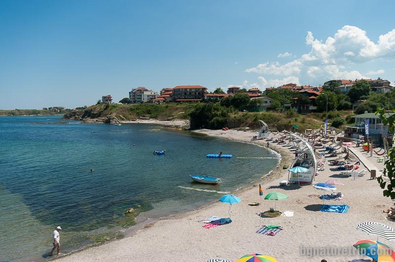 """Плаж Василико в близост до нос Кастро, където е църквата """"Св. Успение Богородично"""""""