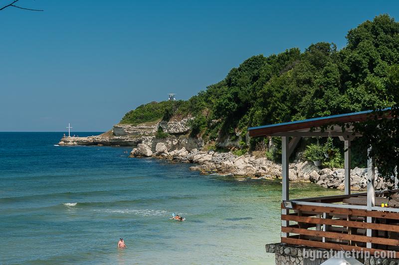 """Южната страна на централния плаж, където са скалите наричани """"Гаргите"""""""