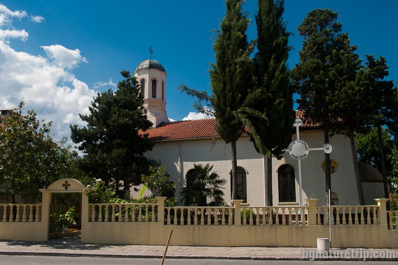 """Църквата """"Св. Цар Борис Михаил"""" попадаща в центъра на Царево"""