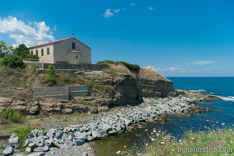"""Изглед от към плаж Василико към църквата """"Св. Успение Богородично"""""""