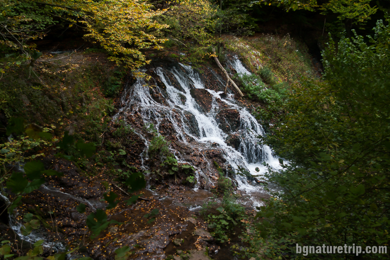 Изглед към водопад Докузак