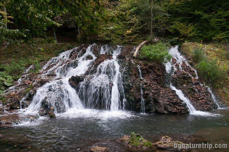 Друг изглед към водопад Докузак