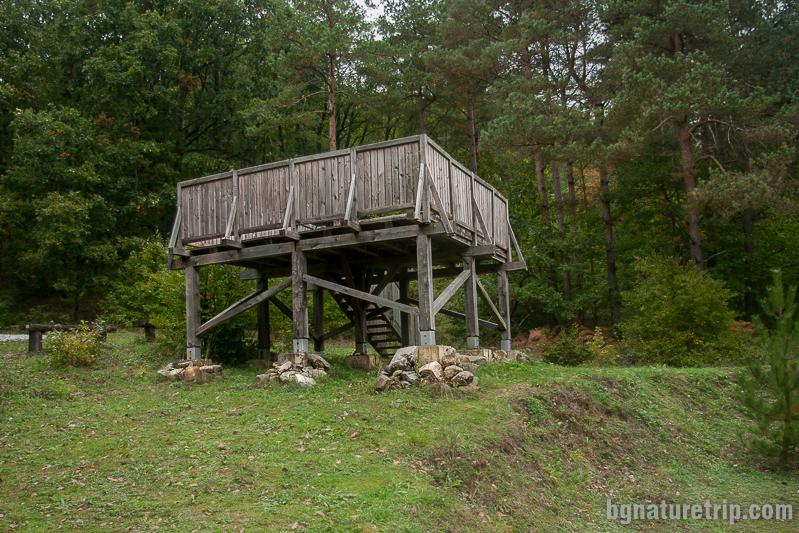 Дървена платформа край Мишкова нива