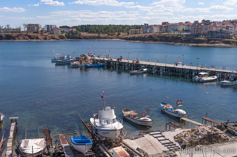 Рибарското пристанище на ахтополци