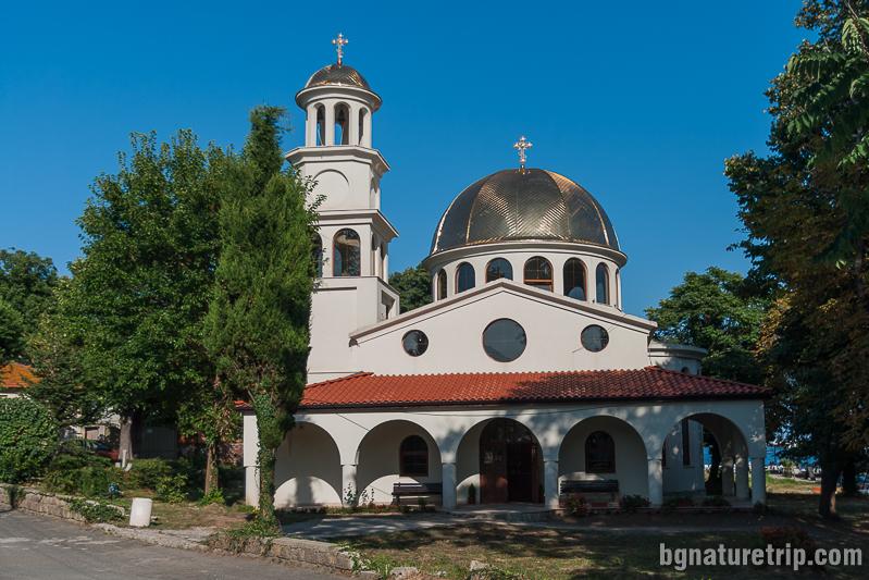 """Новопостроеният храм в Ахтопол """"Успение Богородично"""""""