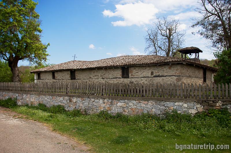 Църквата Св. Димитър в село Бръшлян заснета отвън