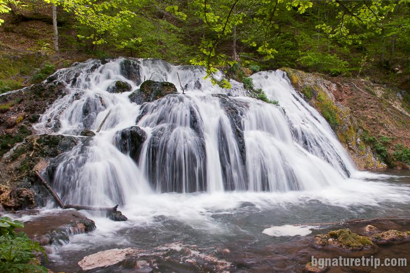 Водопадът Докузак до Малко Търново заснет пролетта