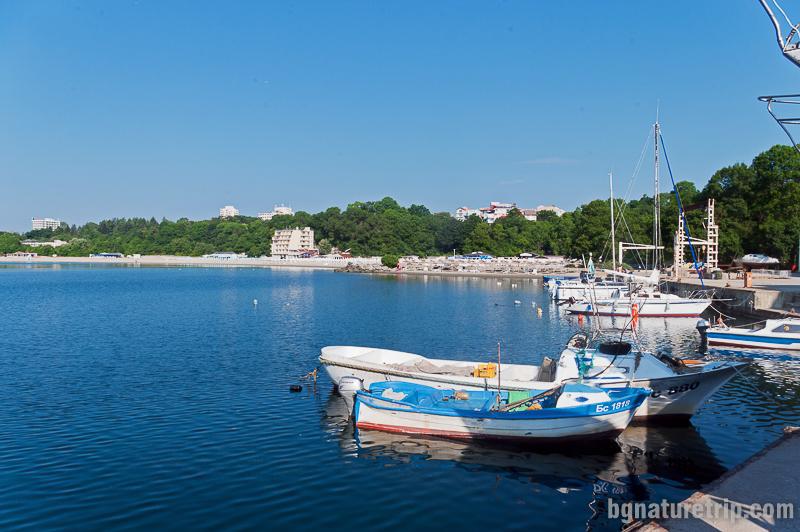 """Малкото пристанище на Китен, в началото на """"Южен плаж"""""""