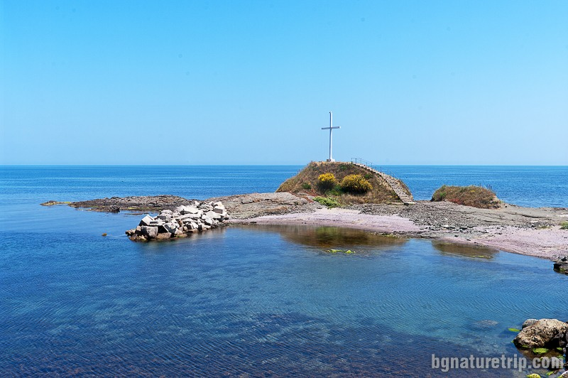 Кръстът до рибарското пристанище в Лозенец