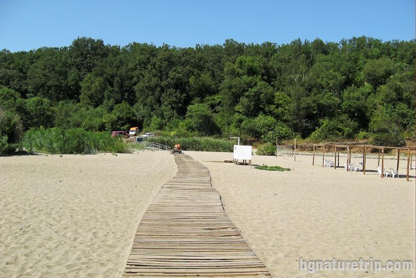 Дървени пътеки на плажа Силистар