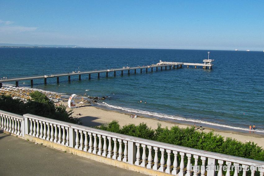 Мостикът на Бургас наблюдаван от Морското казино