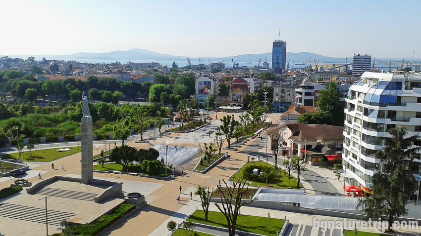 Изглед към площад Тройката в Бургас