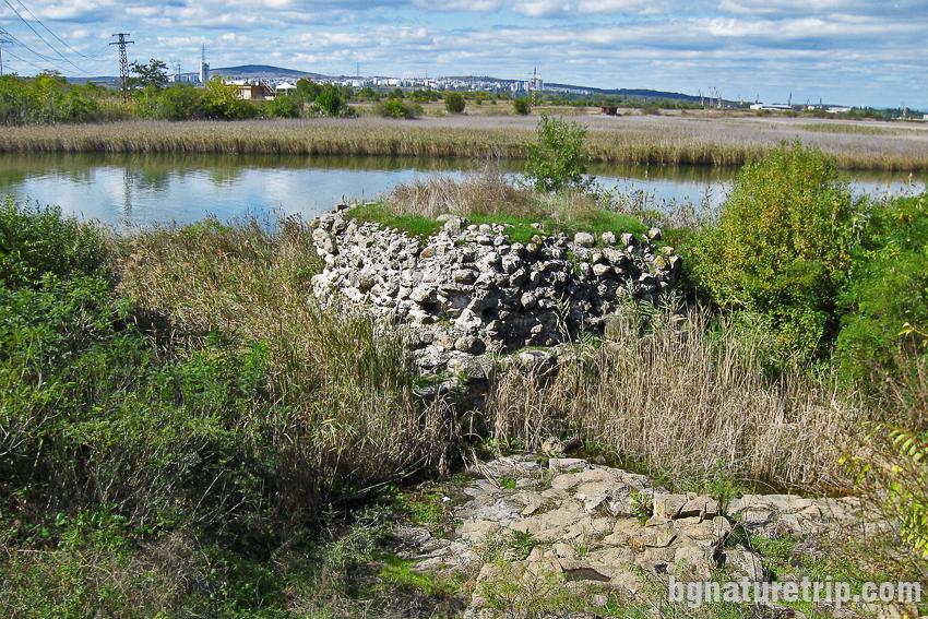 Руини на крепостното съоръжение Порос в покрайнините на Бургас, местност Пода