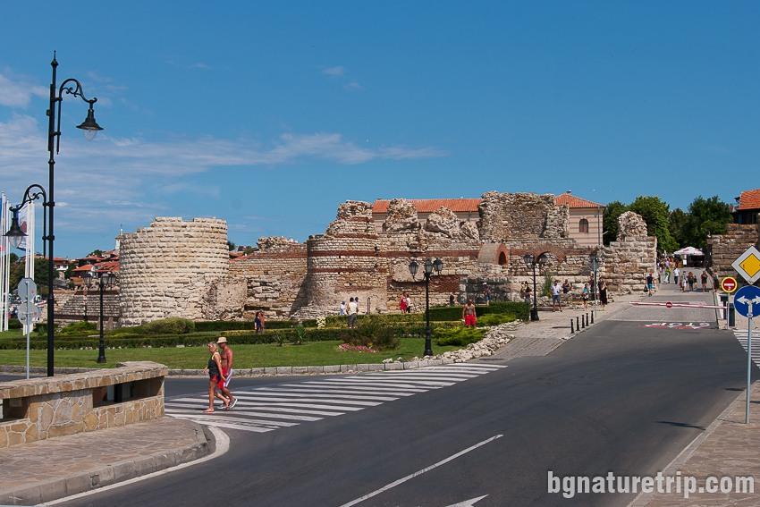 Крепостта на входа на Несебър