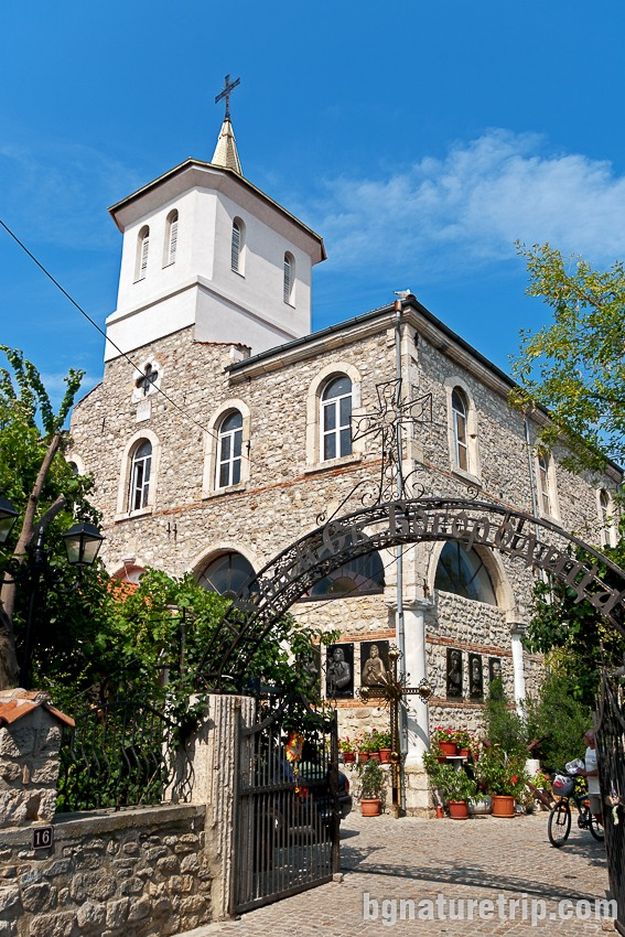 Църквата Св. Богородица в Несебър - единствената действаща църква