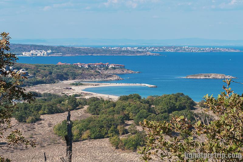 Изглед към плаж Аркутино от висок хълм