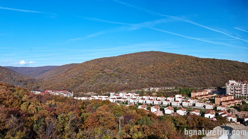 Изглед към черноморския курорт Елените, находящ се в полите на Стара Планина