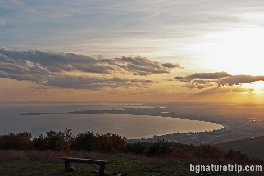 Изглед към Несебър и Слънчев Бряг, от екопътеката край Свети Влас