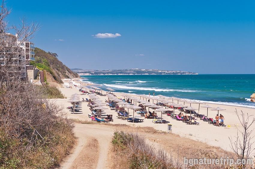 Южен плаж Обзор - чадъри и шезлонги под наем