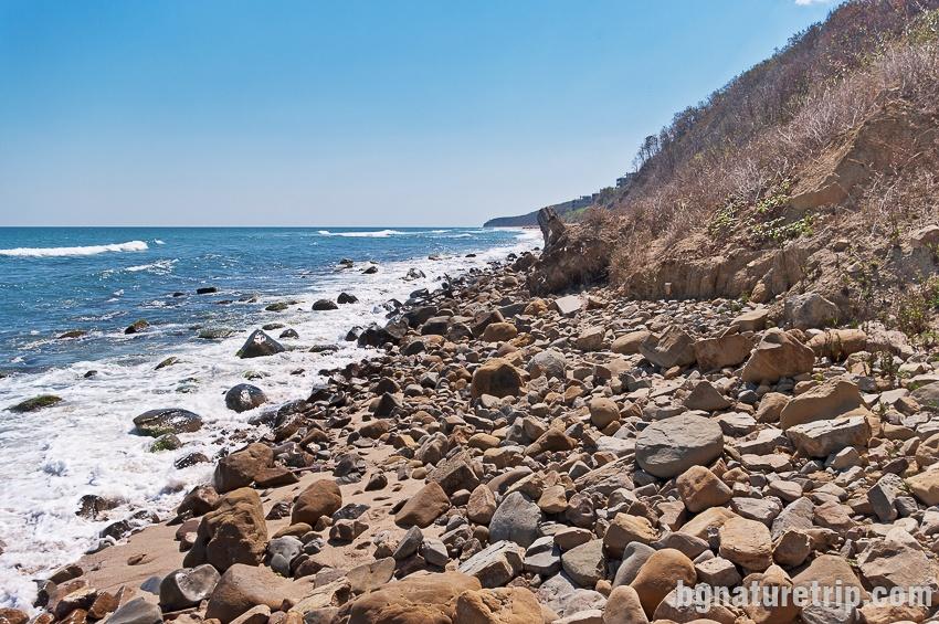 Заобикаляне на южния нос на Централен плаж Обзор по каменистата ивица