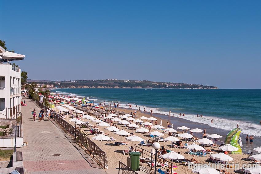 Централен плаж на Обзор - зона с чадъри и шезлонги