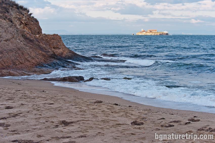 Изглед към остров Св. Анастасия от плажа на Парк Росенец ( Отманли )